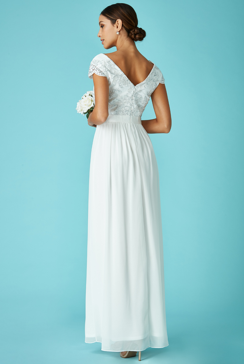 delicate bridal V tulle off white νυφικό φόρεμα