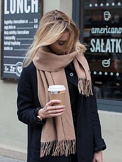 blogger oversized wool εσάρπα camel
